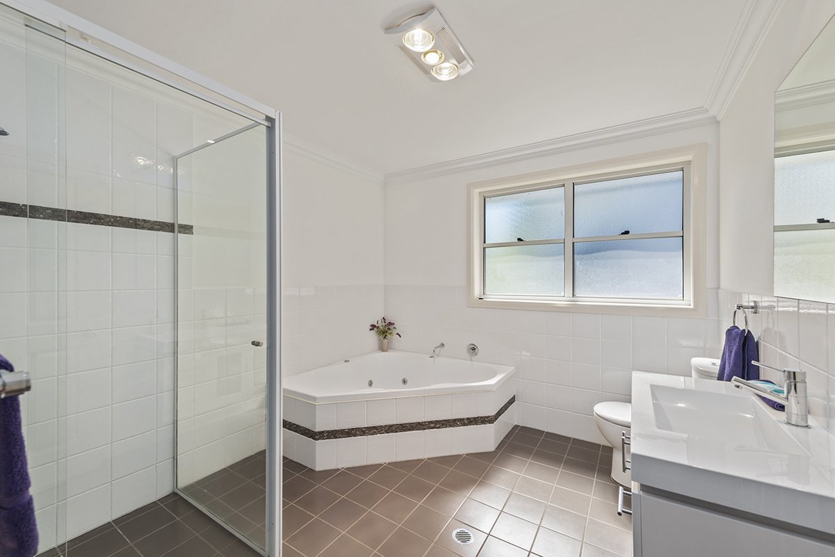 Magenta Beach Select Bathroom spa