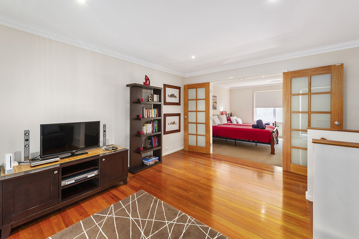 Magenta Beach Select upstairs living